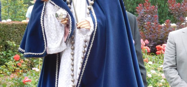 Processie in kloostertuin
